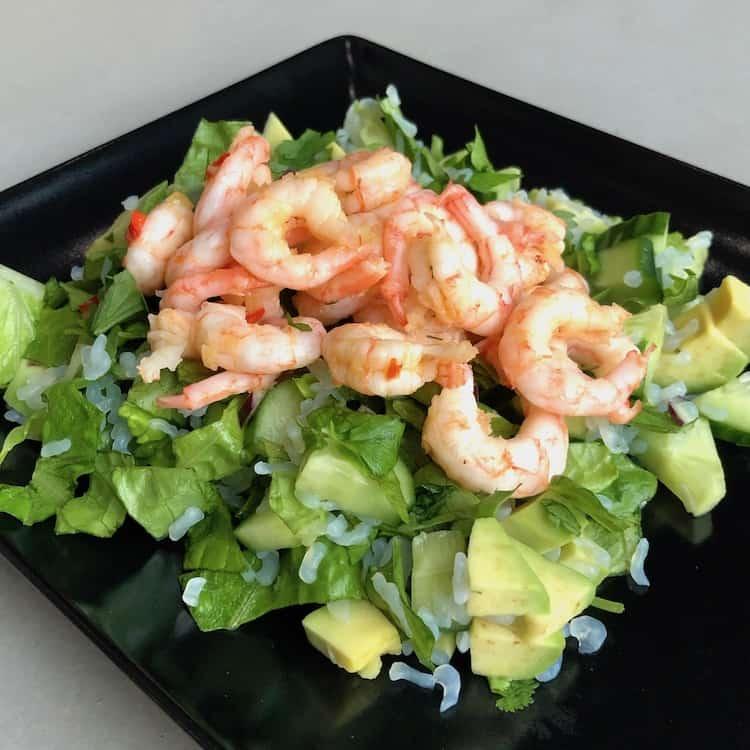 Low Carb rice, shrimp, salad, onion, garlic, chili, lime